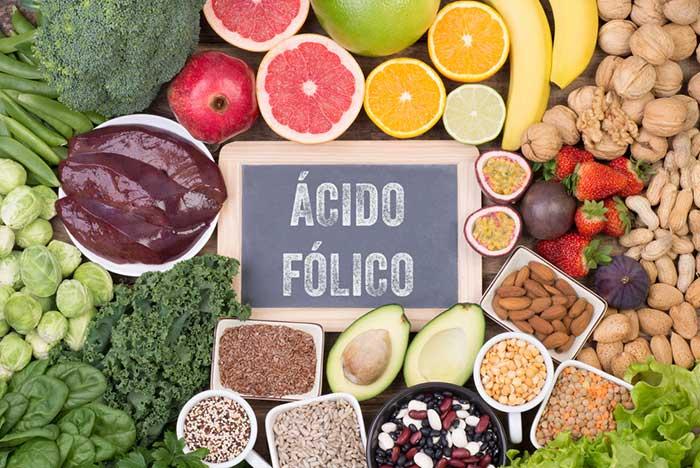 Imagem com os alimentos ricos em ácido fólico.