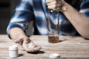 ¿Puedo beber alcohol si estoy tomando antibióticos?