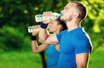 ¿Cuántos Litros de Agua Debemos Beber al Día?