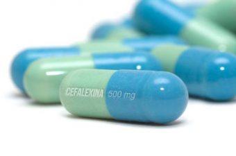 CEFALEXINA – Para que serve, como tomar e efeitos adversos