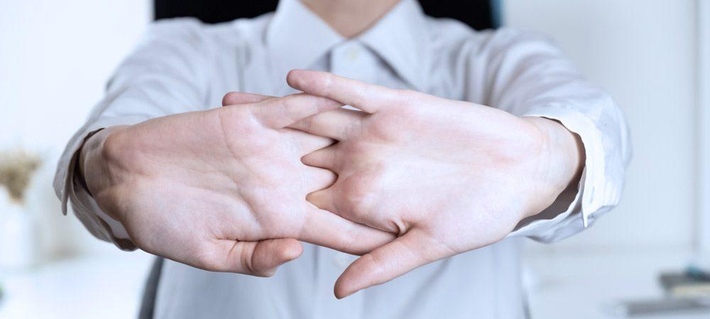 Estalar os dedos