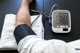 8 hábitos que aumentam a pressão arterial