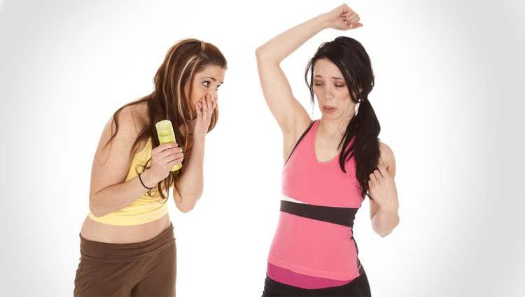 BROMHIDROSIS – ¿Cómo eliminar el mal olor de las axilas?