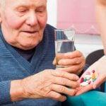 DOENÇA DE PARKINSON – Sintomas, Causas e Tratamento