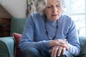 ENFERMEDAD DE PARKINSON – Síntomas, Causas y Tratamiento
