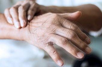 TREMOR ESSENCIAL – O que é, causas, sintomas e tratamento